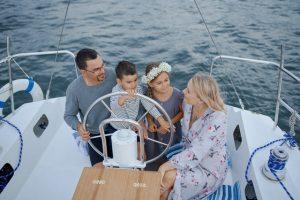 חופשת קיץ משפחתית: 4 דרכים להעסיק את הילדים במהלך הנסיעה או בבית המלון